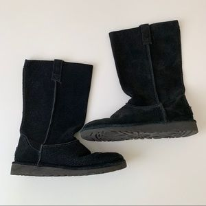 💜 UGG Black pull on boots